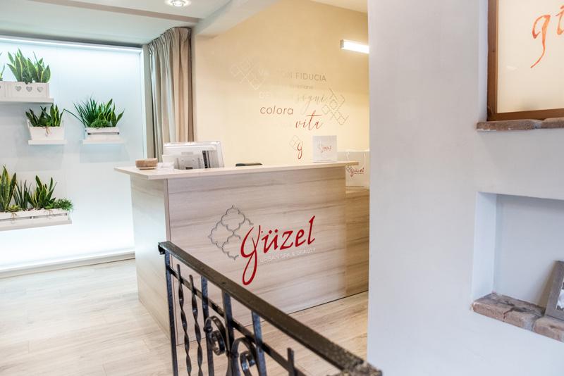 cassino-formia-insegne-luminose-personalizzate-targhe-cartelli-attività-studio-allestimento-ristoranti-grafica